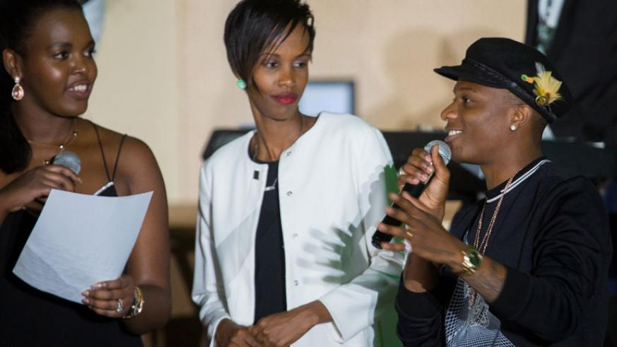 WizKid greets the participants at the dinner. MC Bonita (L) and Chief Tourism Officer Belise Kariza. (Faustin Niyigena)