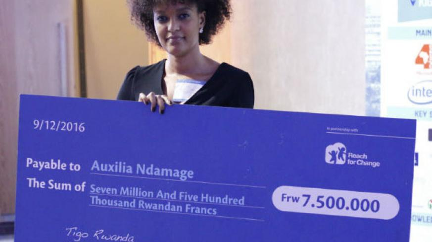 Ndamage poses with a dummy cheque of her Rwf7.5m prize money. / Courtesy