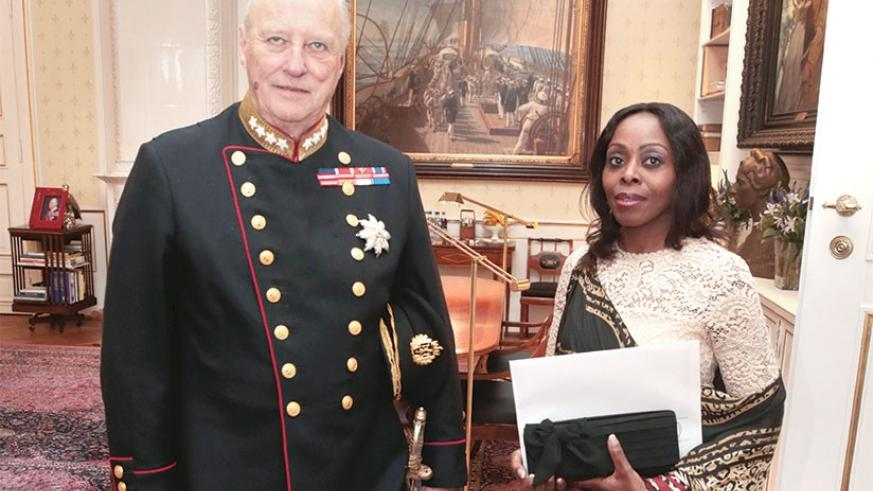 Ambassador Nkulikiyinka with King Harald V of Norway after presenting her credentials. Photo by NTB.