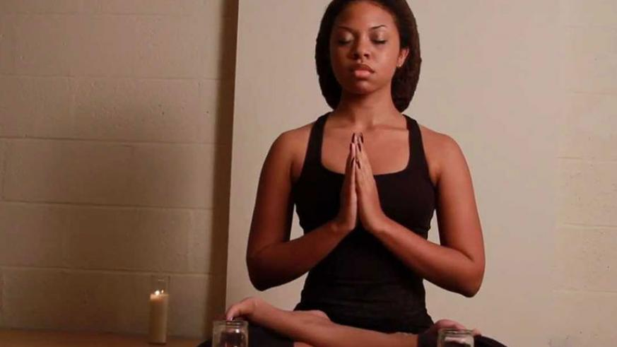 Doing yoga helps the mind stay relaxed and keeps stress away. / Net photo.