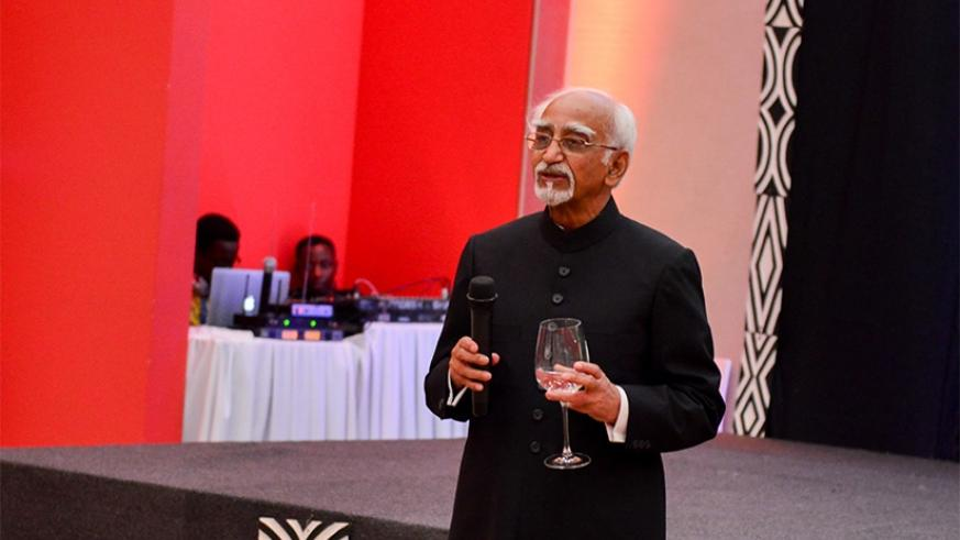 Shri Hamid Ansari, vice-president of India talks to Business Executives during his 3 day state visit in Rwanda. (Courtesy)