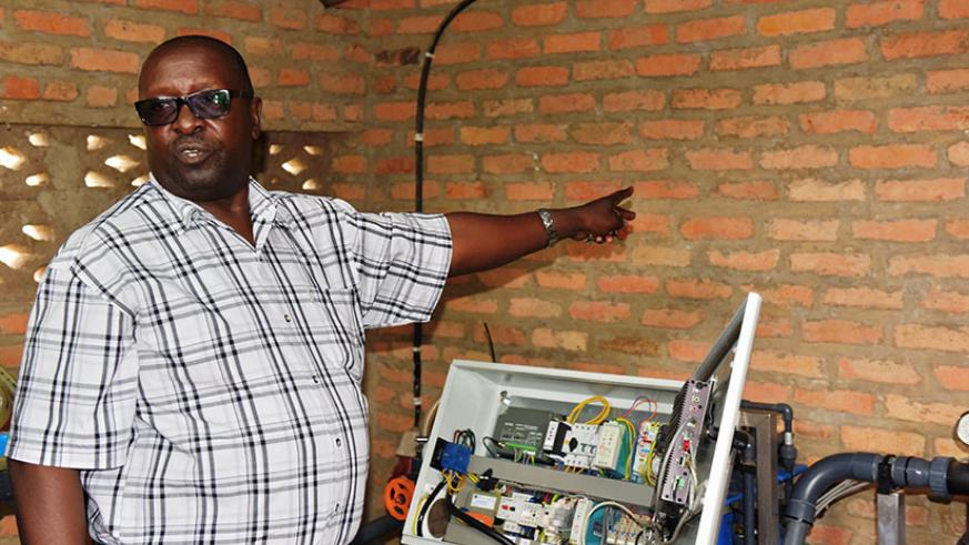 Ruzibiza explains how the technology for his computerised greenhouse works in Rulindo District. / Courtesy