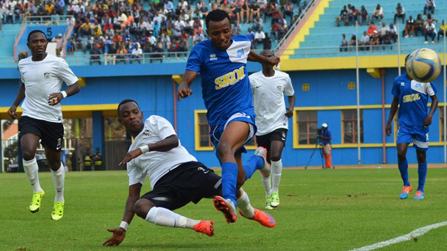 APR left back Michel Rusheshangoga tackles Rayon's winger Savio Nshuti during last year's Peace Cup final at Amahoro stadium (Sam Ngendahimana)