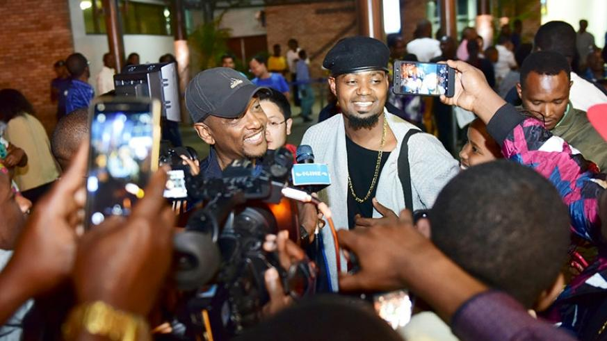 The Rurashonga star is received at Kigali International Airport by a huge crowd of excited fans and family members on Wednesday night. (Photo by Plaisir Muzogeye)