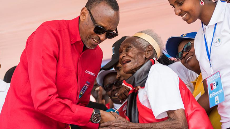 RPF-Inkotanyi flag-bearer, incumbent President Paul Kagame, greets a 107-year-old woman during his rally in Nyamagabe District in Southern Province yesterday. (Courtesy)