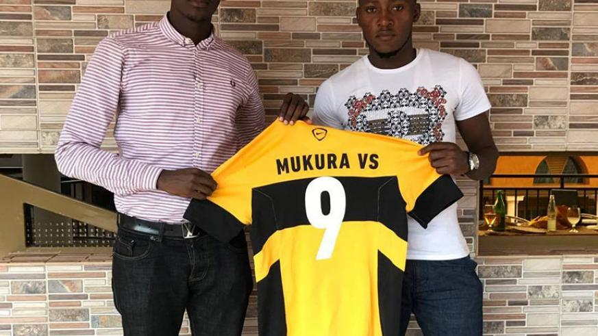 Rachid Mutebi (right) poses with Mukura secretary general Fidele Niyobuhungiro after signing a two-year deal. / Courtesy