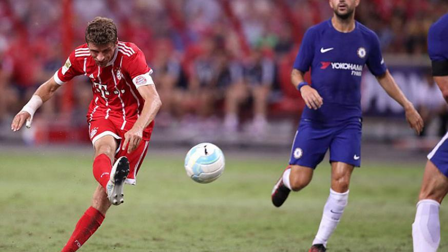 Bayern Munich captain Thomas Muller fires home a stunning long-range shot to give his side a 3-0 lead over Chelsea. / Internet photo