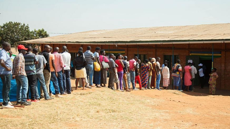 Voters queue to vote in Kicukiro District on Friday morning. / Photos: Nadege Imbabazi