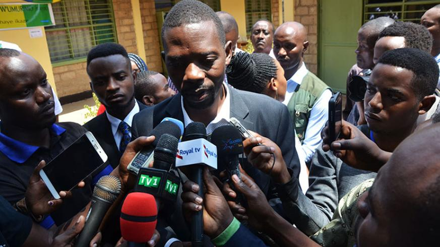 Mpayimana speaks to the media after casting his vote. / Sam Ngendahimana