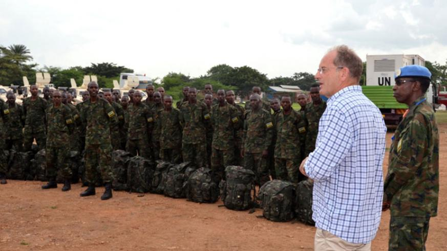 The UN head of mission in South Sudan, David Shearer, speaks to the Rwandan contingent in South Sudan on Saturday. / Courtesy
