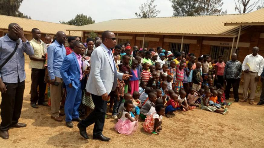 Pastor Ntavuka talks to mutuelle de sante beneficiaries before they received them. / Jean d'Amour Mbonyinshuti