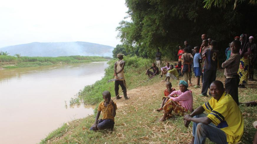 Dwellers at the site at Nyabarongo river where they fetch water. / Michel Nkurunziza