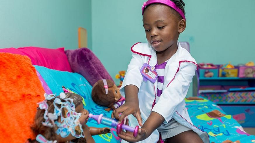 A child playing with toys. Research shows that toys stimulate brain development in children.  / Net photo.