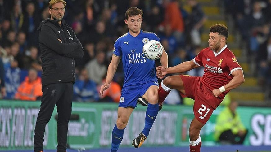 Klopp watches on the touchline as new signing Oxlade-Chamberlain looks to take the ball from Ben Chilwell. Net photo