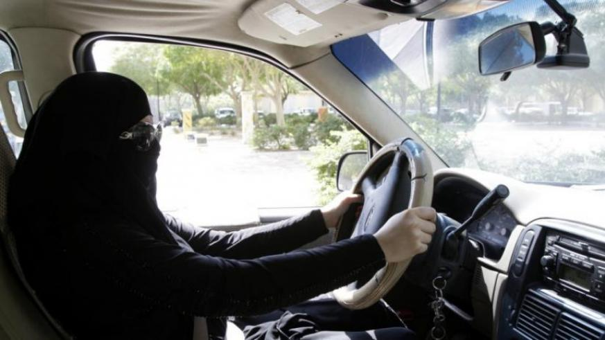 A Saudi woman drives through Riyadh, Saudi Arabia, October 28, 2013, during a campaign to end the ban on women drivers. / Internet photo