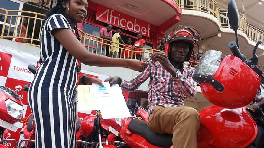 Habakurama receives the bike keys at Airtel Service Centre in Kimironko. / Marie A. Dushimimana.