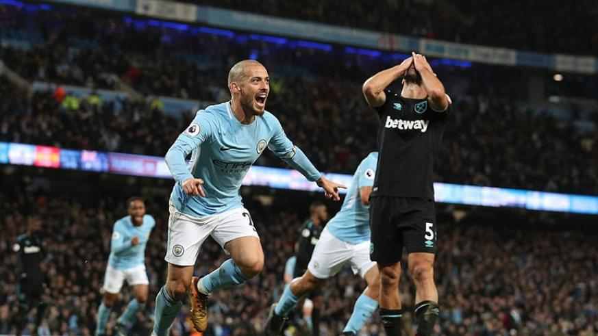 It was David Silva's turn this week to rescue Manchester City as the Spaniard celebrates his winning goal. (Net photo)