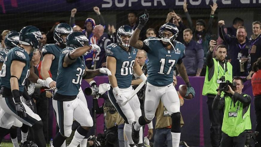 Jeffery is congratulated by his team-mates after catching the first touchdown of Superbowl LII at the US Bank Stadium (Net photo)