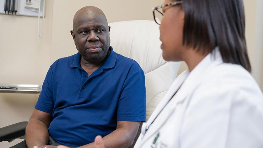 Most men with early prostate cancer don't have any signs or symptoms. To rule out the condition, go for regular check-ups. / Net photo.