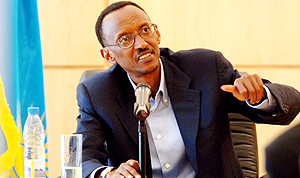 President Kagame addresses journalists at Village Urugwiro yesterday. (PPU photo)