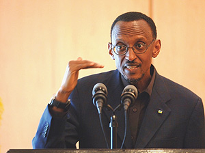 President Paul Kagame addressing members of the press at Urugwiro Village yesterday. (Photo PPU).