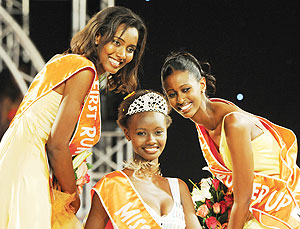 SAVOURING THE MOMENT:  New Miss Rwanda, Grace Bahati (C) with 1st runner-up Carine Utamuliza Rusaro (L) and 2nd runner-up Winnie Ngamije in Friday's finals. (Photo/ D.Thierry)