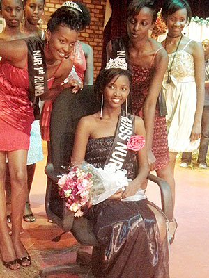NUR Miss Campus, Dorothy Mutesi, flanked by First Runner-up Michelle Iradukunda (L) and Second Runner-up Erica Uwera (Photo P Ntambara)