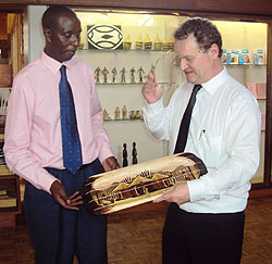 Alphonse Umulisa handing over a gift to Guido Gryseels (Photo; P. Ntambara)