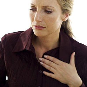 Pressure in the chest may be a sign of heart attack (Internet Photo)