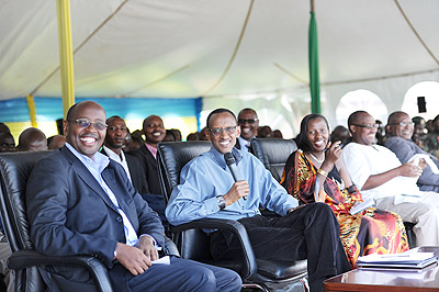 President Kagame (C), the Minister of Local Government, James Musoni (L) and the Governor of Eastern Province, Odette Uwamariya, during the President's visit to Gatsibo last month. The New Times / Village Urugwiro.