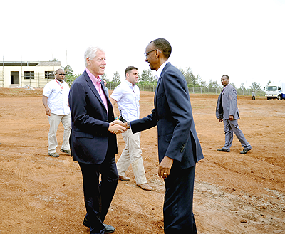 President Kagame welcomes President Clinton to Eastern Province on Thursday.