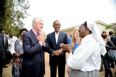 President Kagame, President Clinton and Director of RSNM Epiphanie Kabaranga in Rwamagana on Thursday.