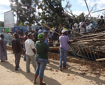 Residents of Nyagatare watch as rescuers try to find survivors trapped in a collapsed building yesterday.The New Times/ Dan Ngabonziza.