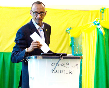 President Kagame casts his ballot at APE Rugunga polling centre in Kiyovu, Kigali, yesterday.  The New Times/T. Kisambira.