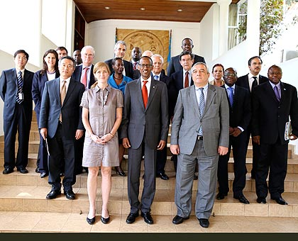 <p>President Paul Kagame poses for a group photo with Amb. Samantha Power, the US Permanent Representative to the UN (front, left),  Amb. Agshin Mehdiyev, the Azerbaijan envoy to t....
