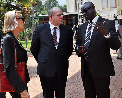 Minister Busingye (R) chats with Teeven (C) as Dutch Ambassador to Rwanda Leoni Cuelenaere looks on in Kigali yesterday.   The New Times/ Courtesy.