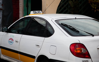 Taxi drivers prefer negotiating with the client to using meters. File.