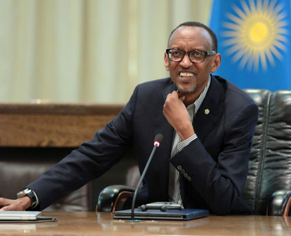 Kagame briefs the media yesterday. Village Urugwiro.