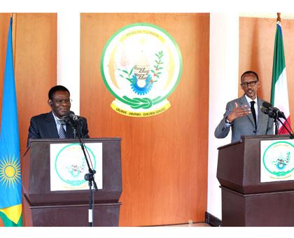 Presidents Kagame and Obiang brief the media at Village Urugwiro in Kigali yesterday. Village Urugwiro.