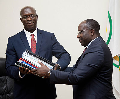 The outgoing Prime minister Pierre Damien Habumuremyi (R)  hands over to the new premier, Anastase Murekezi yesterday.Timothy Kisambira.