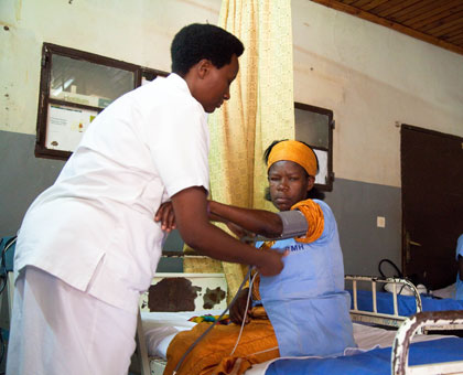 A nurse attends to a pateint at Rwanda Military Hospital, Kanombe. (Timothy Kisambira)