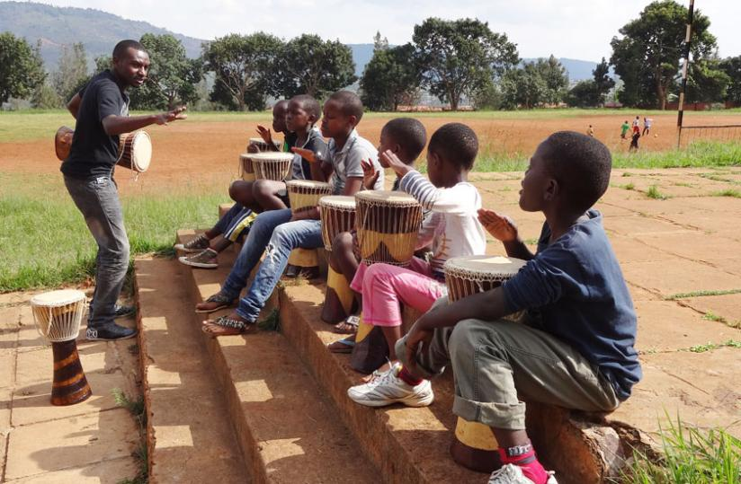 Kenyan doctor-turned-artist shares his drumming skills with youngsters. (Stephen Kalimba)