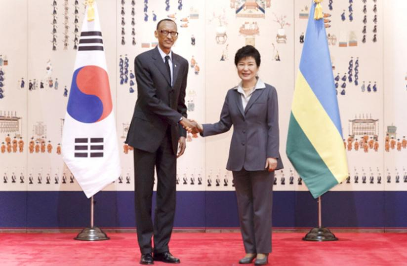 President Park Geun-hye welcomes President Kagame to Blue House for a bilateral meeting in Seoul, South Korea, yesterday. (Village Urugwiro)