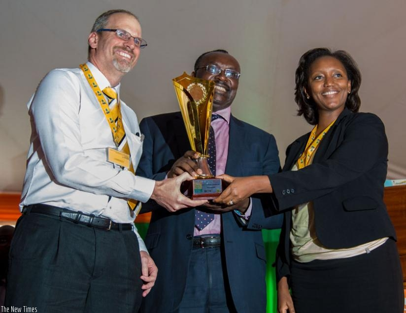 Minister Kanimba (C) hands over the Best Exhibitor Award to MTN's CEO Gunter Engling (L) and the telecom's chief marketing officer, Yvonne Manzi Makolo, yesterday, at the Gikondo expo grounds. (Doreen Umutesi)