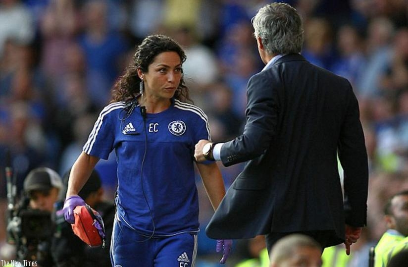 Carneiro received the brunt of Jose Mourinho's criticism after rushing on to treat Eden Hazard. (Net photo)
