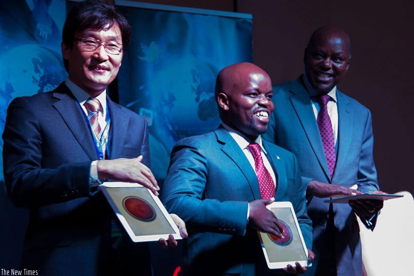 (L-R) Youngsuk Jeon, Jean-Philbert Nsengimana , and Steven Mutabazi, during the launch of 4G LTE in 2014. (File)