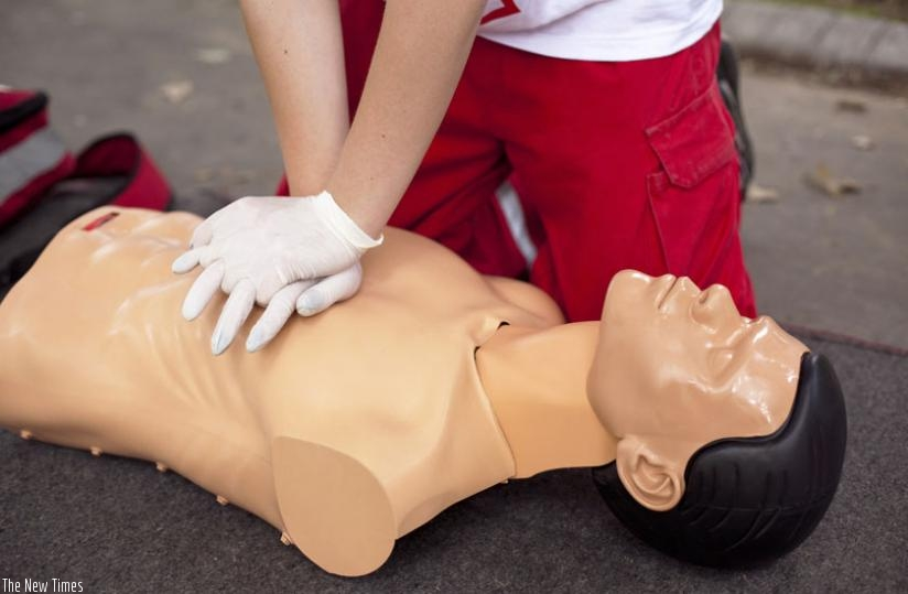 A medic illustrates how resuscitation is done after a heart attack. (Net photo)