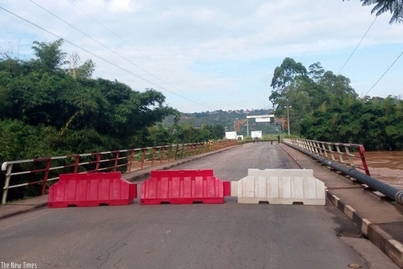 Heavy rains this morning led to the closure of the Kigali-Muhanga road (Photos by Claude Ndayishimye)