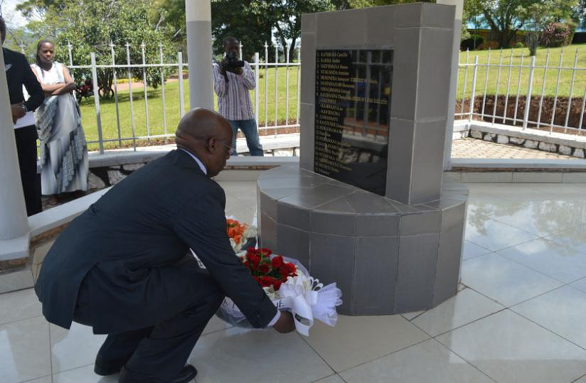 1463086169The-DG-laying-a-wreath-at-the-memorial-site