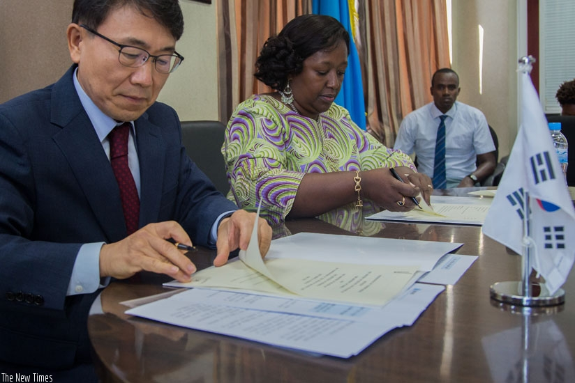 South Korean Deputy Minister for Healthcare Policy, Kwon Deok Cheol, and Minister for Health, Dr Agnes Binagwaho, sign a memorandum of understanding on cooperation between the two countries in the field of healthcare, including telemedicine, hospital information system and the ICT-based medical services, in Kigali yesterday. (Faustin Niyigena)